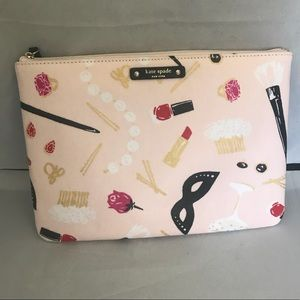 "Gia ""hop to it"" steal scene make up bag"